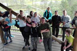 Mobiilsed noorsootöötajad käisid koos noortega Viru rabas matkamas  Foto Tallinna spordi- ja noorsooamet erakogu
