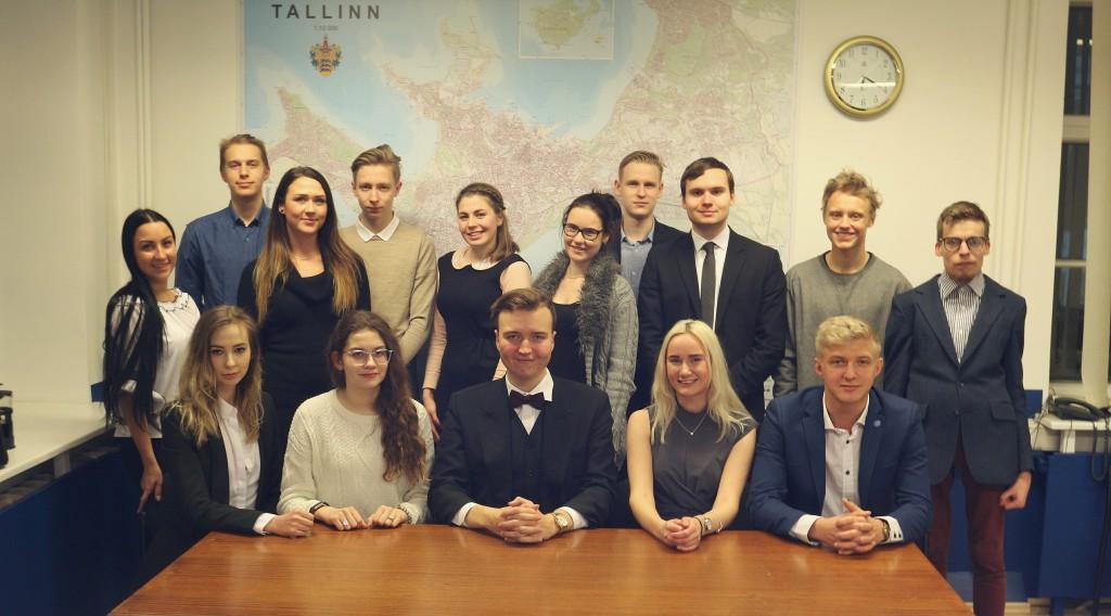 Pildil Tallinna linna noortevolikogu noored. Foto: Merili Vasser