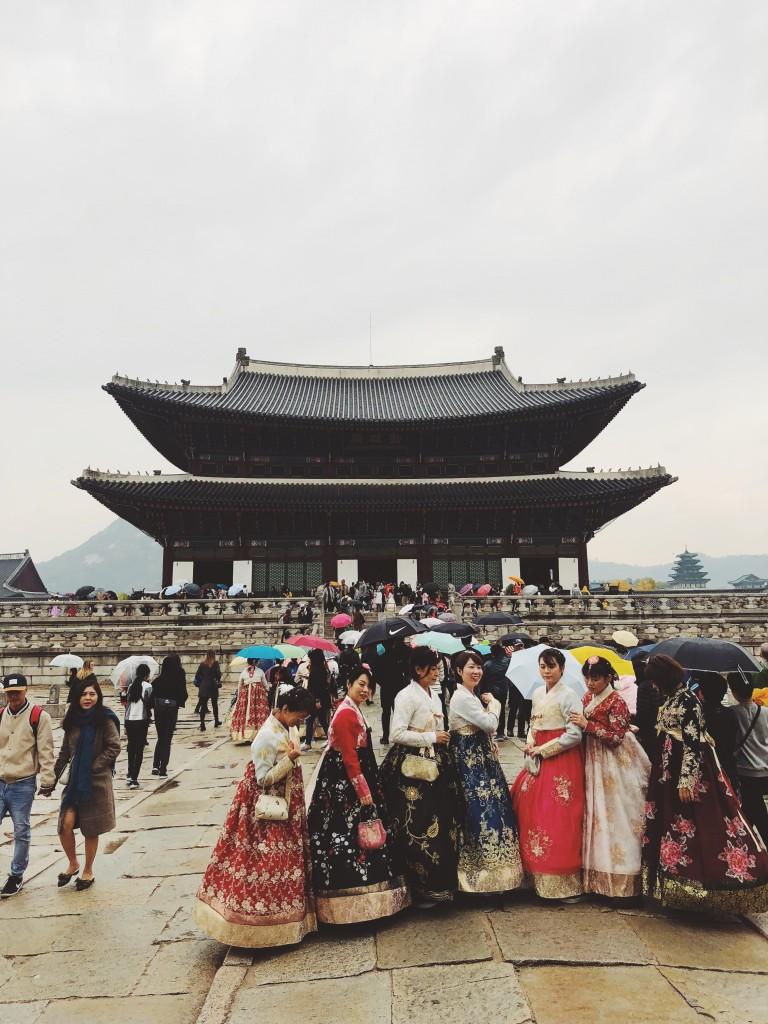 Sightseeing Seoulis, pildil rahvariietes kohalikud