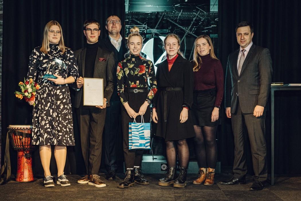 """""""Tallinna noorte suured teod 2019"""" kategooria võitjaks osutus Tallinna 32. Keskkooli EV101 tantsupidu """"Liikudes uude sajandisse"""""""